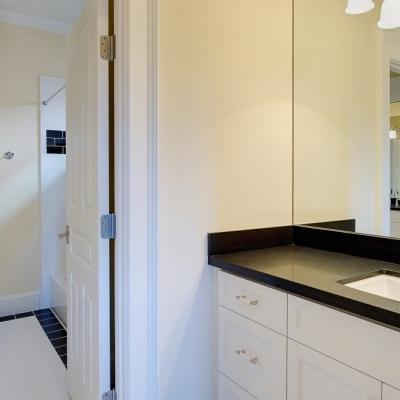 1635 Arlington bathroom 3